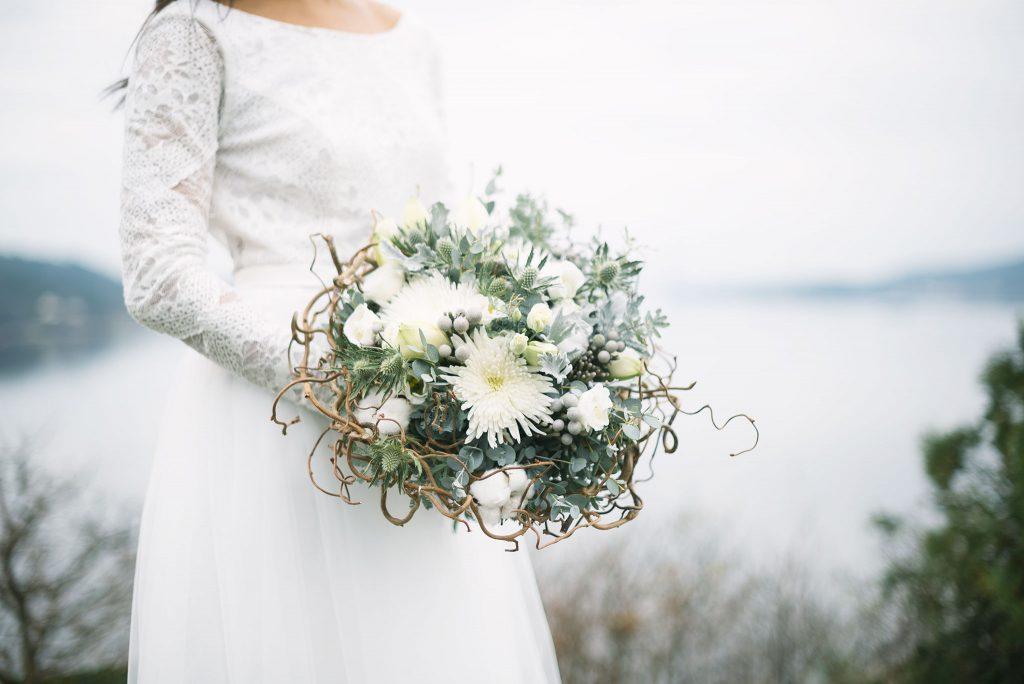 Brudbukett med vitt tema
