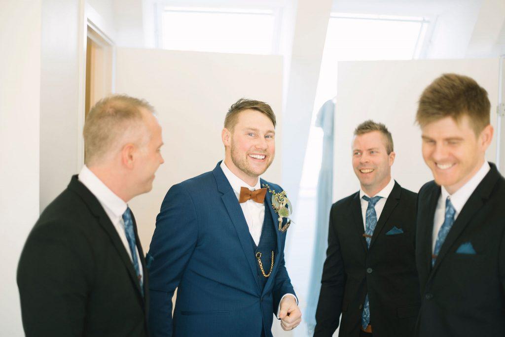 Brudgummen med bestman